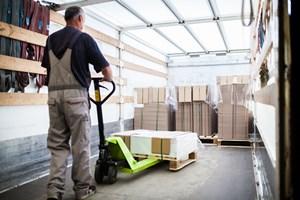 Beladung eines LKWs mit Verpackungen - Mugler Masterpack GmbH