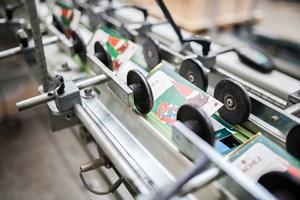 Faltschachtel in einer Klebemaschine - Mugler Masterpack GmbH