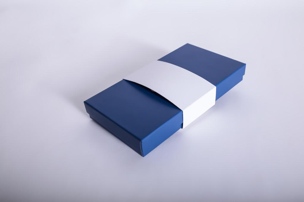 Banderole um eine Schachtel - Mugler Masterpack GmbH