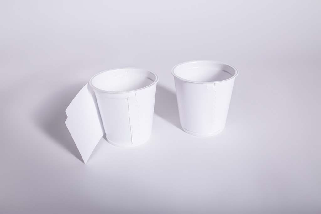 Ein Bechermantel für einen Joghurtbecher - Mugler Masterpack GmbH