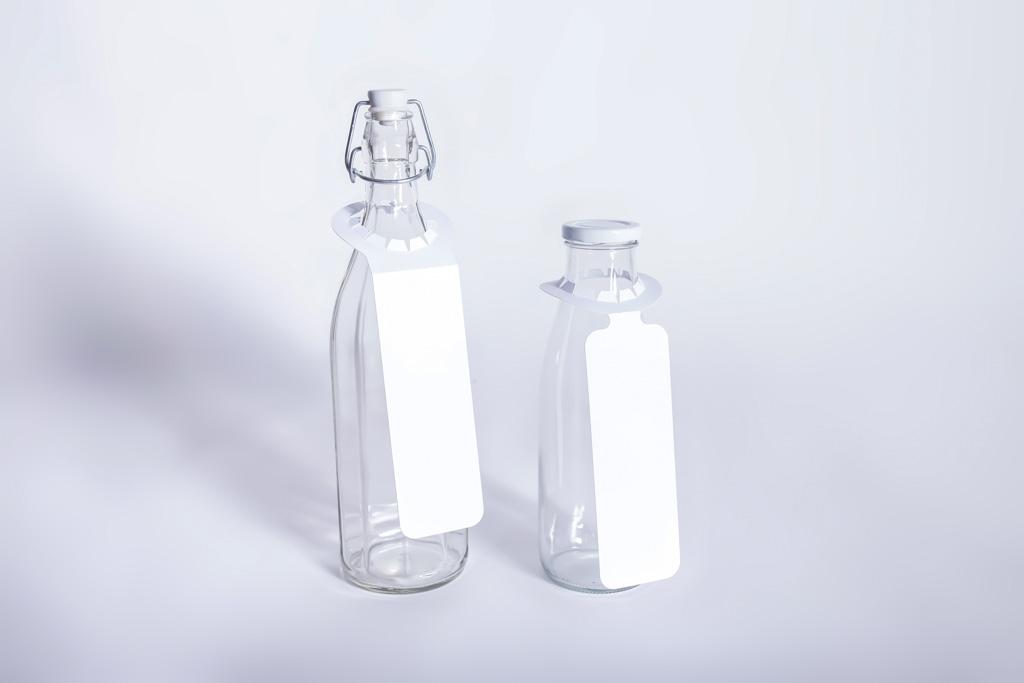 Hängeetiketten an Flaschen - Mugler Masterpack GmbH