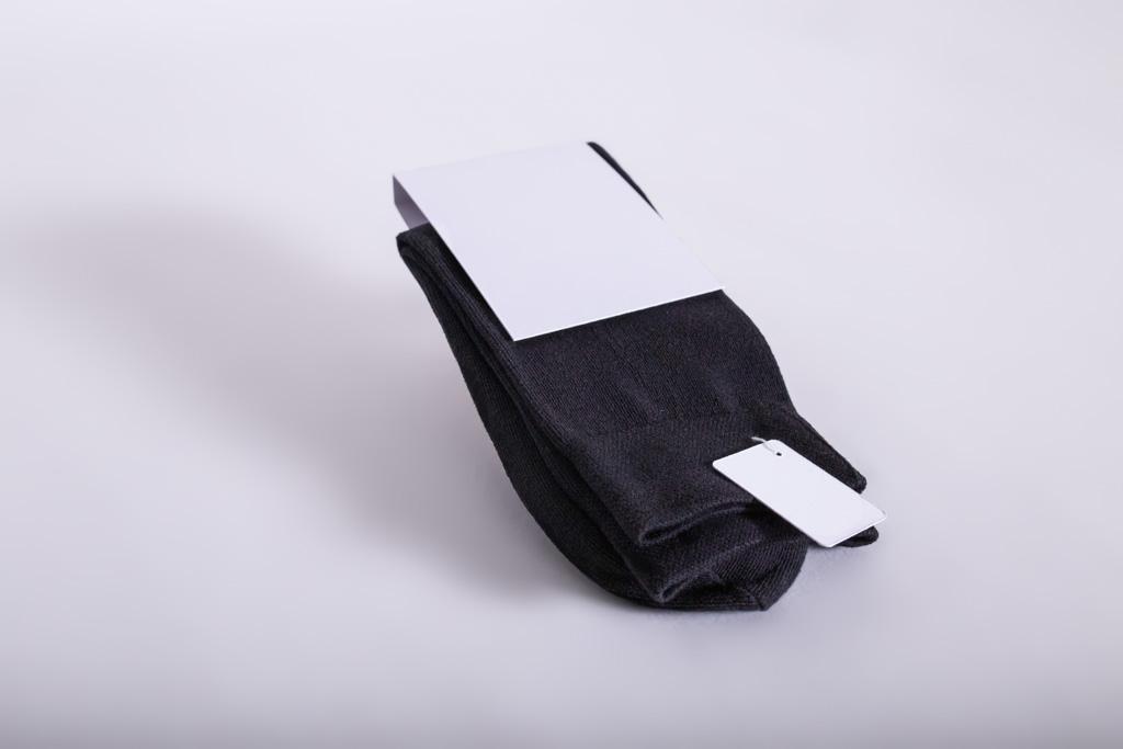 Socken mit einem Etikett, HangTag - Mugler Masterpack GmbH