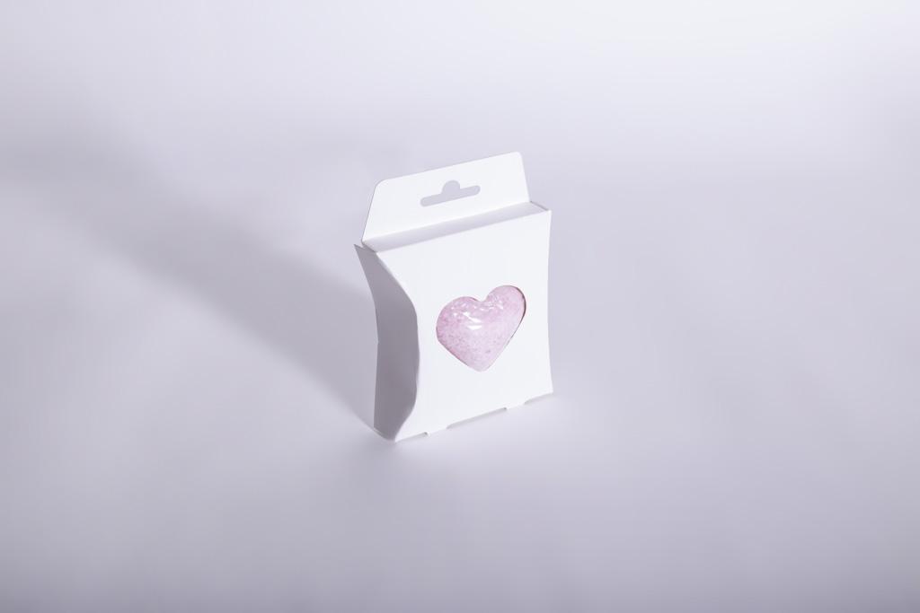 Eine Kissenfaltschachtel für eine Seife als Aktionspackung - Mugler Masterpack GmbH