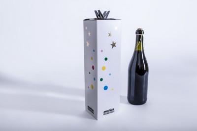 Eine repräsentative Weinverpackung mit weihnachtlichem Motiv - Mugler Masterpack GmbH