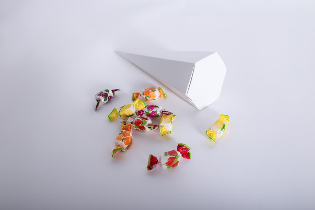 Eine Zuckertüte mit Süßigkeiten - Mugler Masterpack GmbH