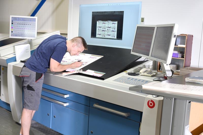 Kontrolle des Druckbogens - Mugler Masterpack GmbH